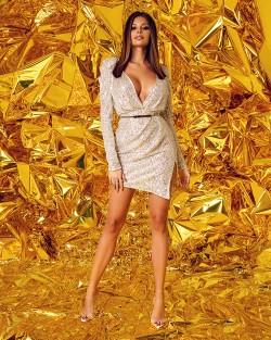 karnawałowa sukienka bordowa z bufkami
