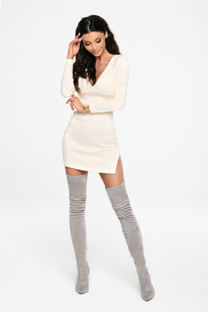 sukienka swetrowa biała